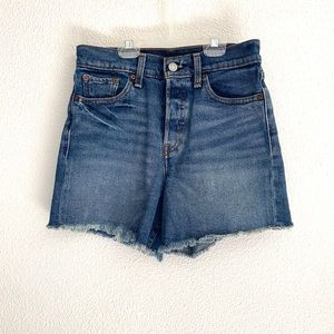 Levis high rise button fly denim shorts size 26